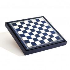 Шахматная доска и бокс